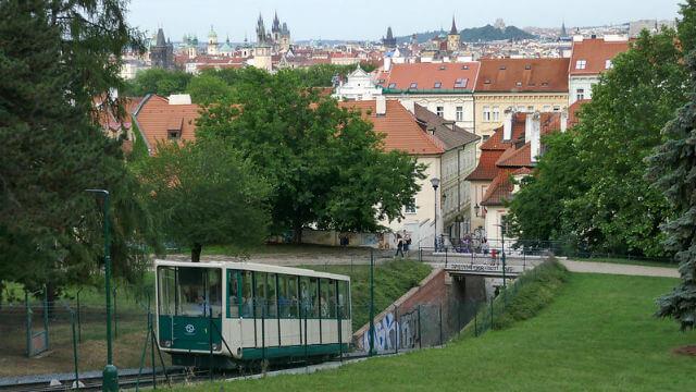 Funiculaire pour la Colline Petrin Prague